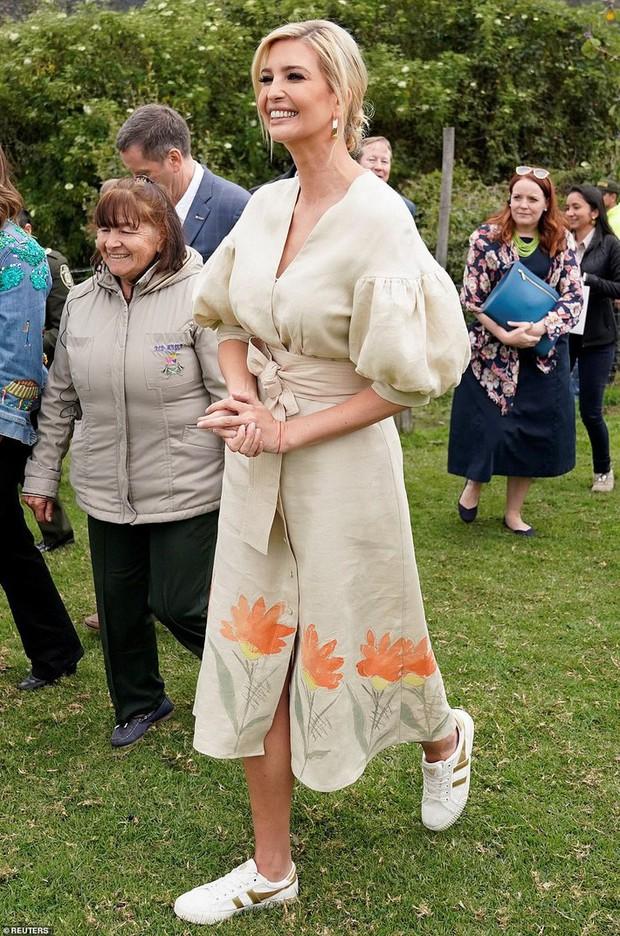 """Chưa rút kinh nghiệm từ công nương Meghan, Ivanka Trump lại bị chê """"khoe mẽ"""" khi diện váy đắt đỏ đi từ thiện - Ảnh 5."""