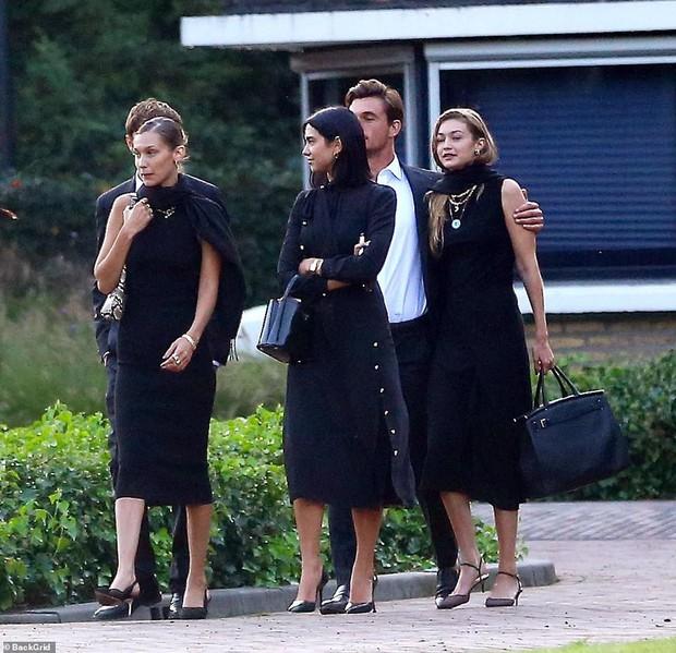 Chị em Hadid gây tranh cãi khi dự đám tang bà ngoại: Tươi cười, thân mật với bạn trai, check-in khoe lên MXH - Ảnh 3.