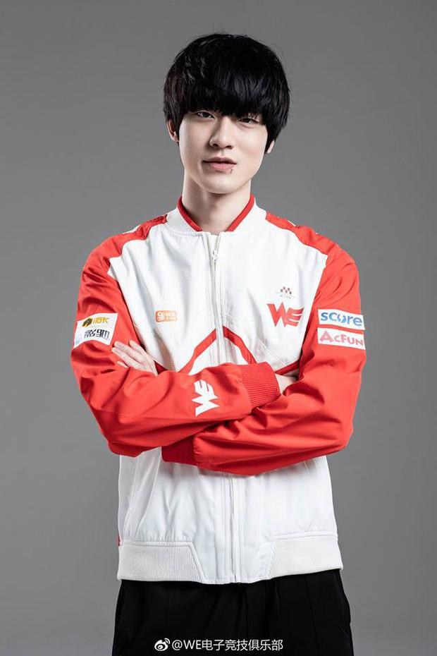 Nam thần siêu điển trai của làng Liên Minh Huyền Thoại lọt top 100 gương mặt đẹp trai nhất châu Á! - Ảnh 10.