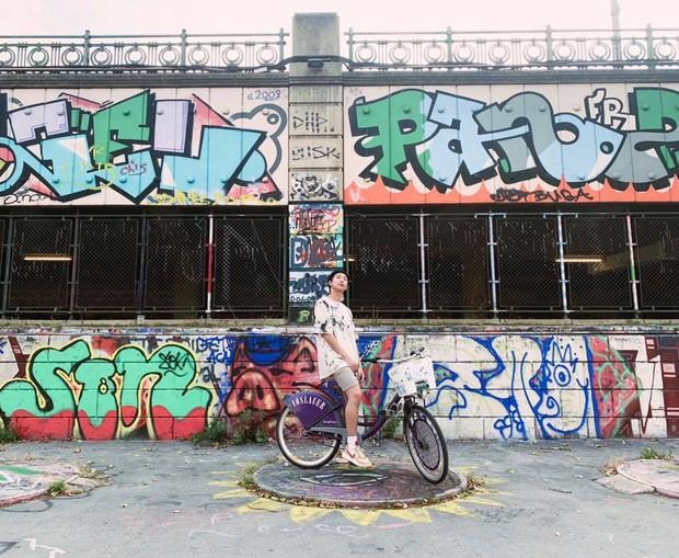 Đi 3 nước trong cùng 1 kỳ nghỉ, lại toàn ghé những địa điểm mang tính nghệ thuật, RM (BTS) sắp sửa thành travel blogger mới của Kbiz rồi! - Ảnh 16.