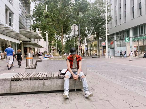 Đi 3 nước trong cùng 1 kỳ nghỉ, lại toàn ghé những địa điểm mang tính nghệ thuật, RM (BTS) sắp sửa thành travel blogger mới của Kbiz rồi! - Ảnh 15.