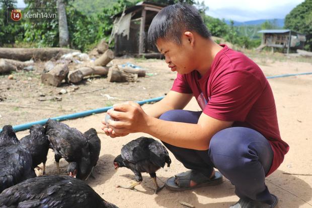 Câu chuyện cảm động về chàng trai mắc bệnh Down, dành 10 năm để học lớp 1 với khát khao được trở thành thầy giáo - Ảnh 12.