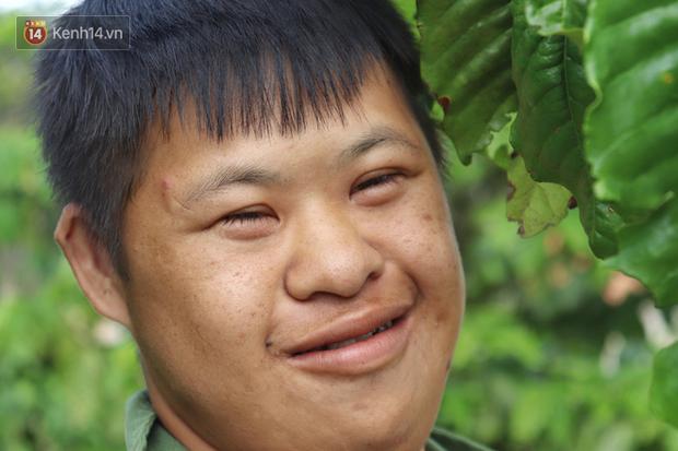 Câu chuyện cảm động về chàng trai mắc bệnh Down, dành 10 năm để học lớp 1 với khát khao được trở thành thầy giáo - Ảnh 2.