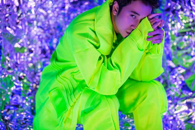 """Trải qua nhiều biến cố thăng trầm trong chuyện tình cảm, Karik tung MV mới khẳng định: """"Tôi là người cô đơn"""" - Ảnh 7."""