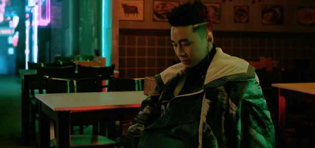 """Trải qua nhiều biến cố thăng trầm trong chuyện tình cảm, Karik tung MV mới khẳng định: """"Tôi là người cô đơn"""" - Ảnh 2."""