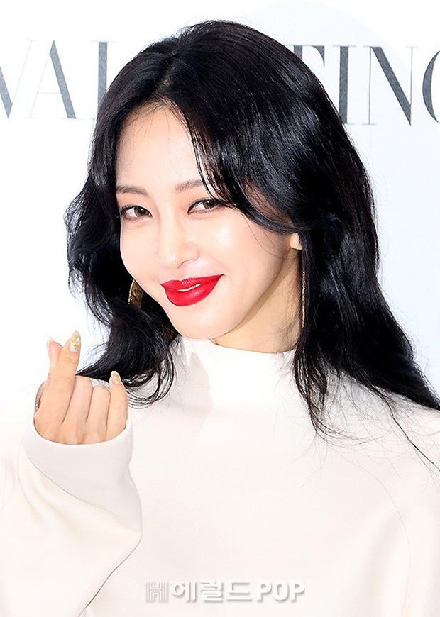 Sự kiện sang chảnh gây bão: Mỹ nhân Han Ye Seul đỉnh đến mức át cả Park Min Young, Hoa hậu ngực khủng kín lạ - Ảnh 7.