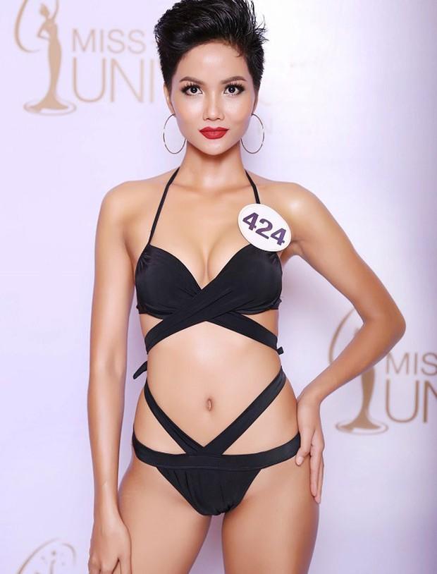 Diện váy xẻ ngực toang hoác, HHen Niê không chỉ khiến dân tình thót tim mà còn để lộ vòng 1 phổng phao bất thường - Ảnh 5.