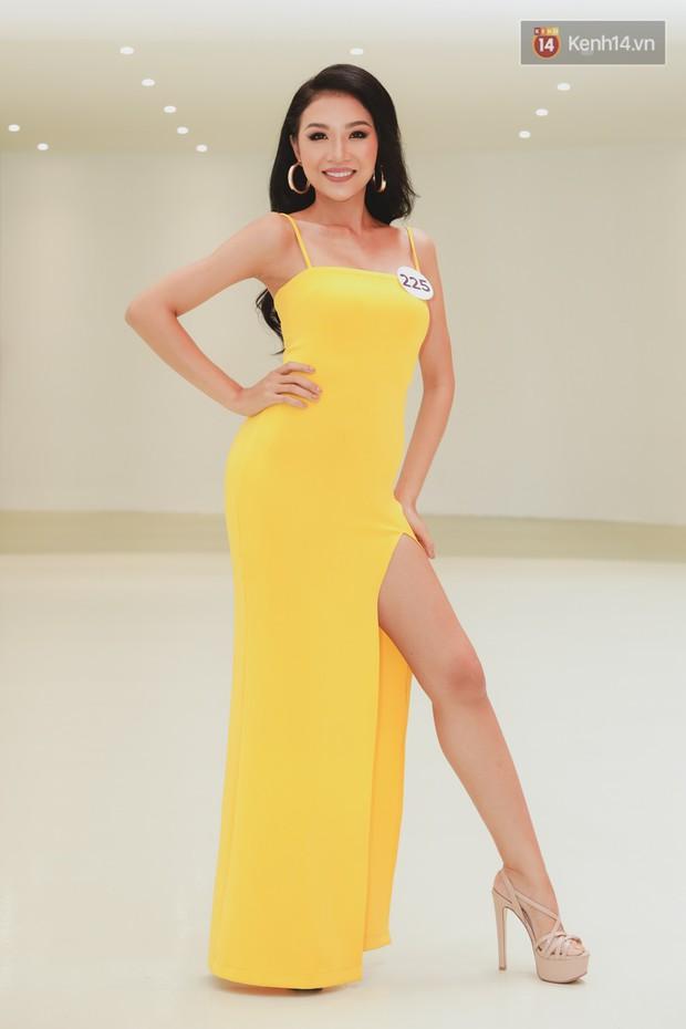 Sơ khảo Hoa hậu Hoàn vũ: Giám khảo Thanh Hằng thần thái chặt chém, Thúy Vân chưa thi đã chiếm spotlight giữa dàn mỹ nhân - Ảnh 16.