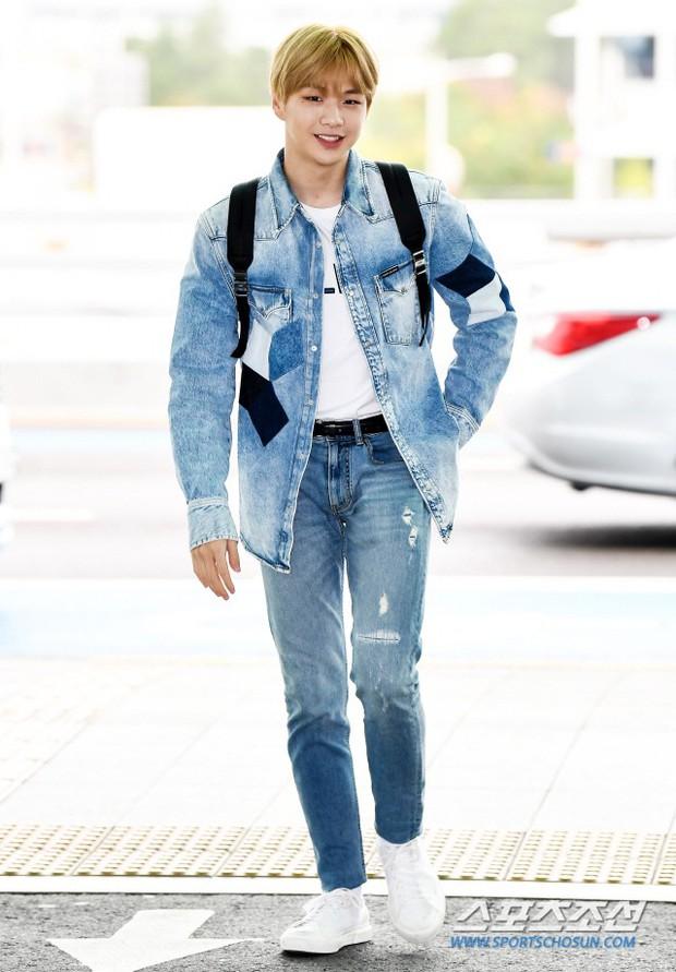 Dàn idol hạng A đổ bộ sân bay: Yuri (SNSD) xinh xuất thần hậu giảm cân, Kang Daniel và bộ đôi DBSK ai bảnh hơn? - Ảnh 7.