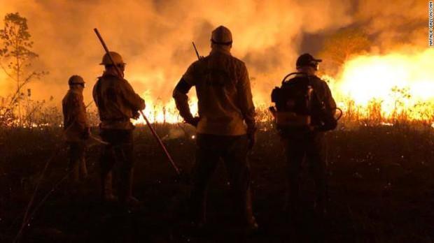 Bộ tộc đang thầm lặng cứu rừng Amazon khỏi giặc lửa - Ảnh 1.