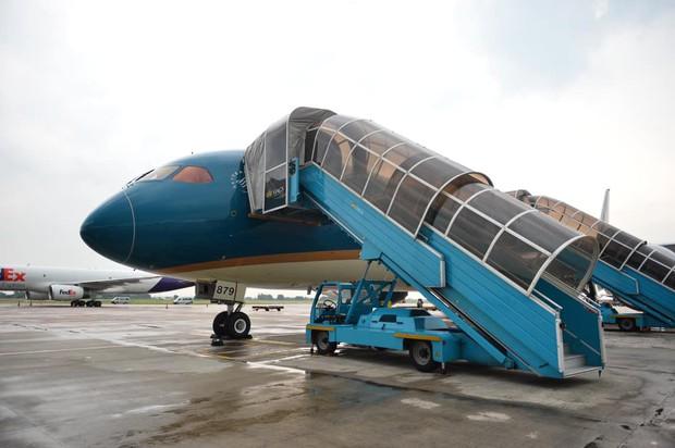 Vietnam Airlines điều chỉnh kế hoạch khai thác do ảnh hưởng của bão Ling Ling - Ảnh 1.