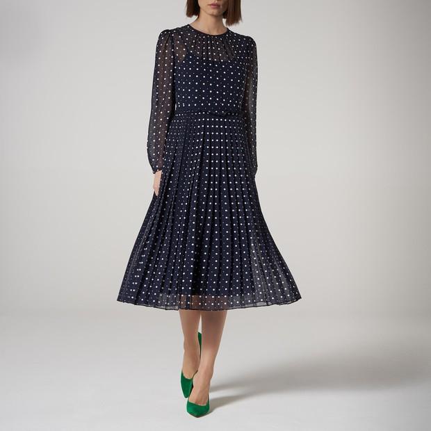 Kate Middleton mặc lại váy cũ đưa con đi học nhưng bất ngờ nhất là cô giáo của 2 con: Bụng bầu vượt mặt vẫn diện váy đắt hơn cả công nương - Ảnh 9.