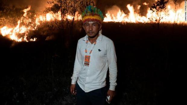 Bộ tộc đang thầm lặng cứu rừng Amazon khỏi giặc lửa - Ảnh 3.