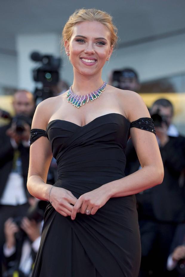 Đang yên lành, Goá phụ đen Scarlett Johansson lên tiếng bênh vực đạo diễn ấu dâm chi cho hốt gạch vậy? - Ảnh 2.