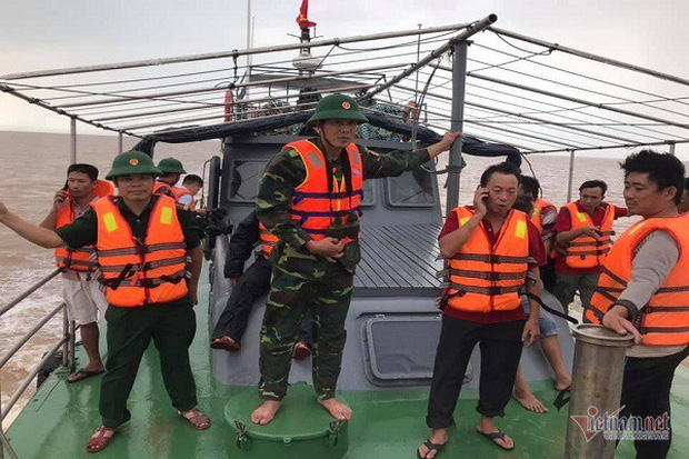 25 giờ nhai bèo cầm cự giữa biển khơi của 4 ngư dân Nghệ An - Ảnh 3.
