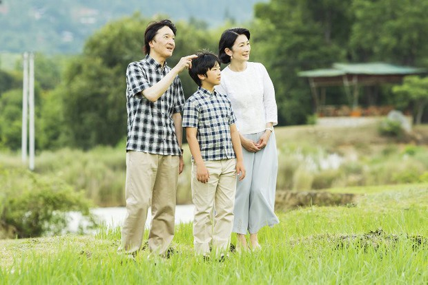 Cung điện công bố một loạt ảnh mừng sinh nhật Hoàng tử Nhật Bản, cho thấy đấng quân vương tương lai được nuôi dạy thế nào - Ảnh 2.