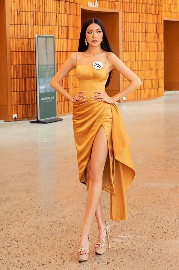Tô son điểm phấn theo đúng kiểu Miss Universe, Thúy Vân bỗng dưng thành chị em sinh đôi với một Hoa khôi đàn em - Ảnh 1.