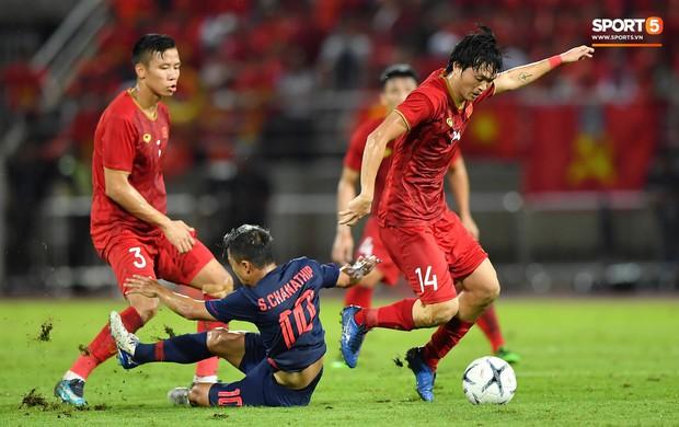 Khoảnh khắc Tuấn Anh nằm sân đau đớn khiến fan Việt Nam thót tim trong trận hoà tuyển Thái Lan - Ảnh 9.