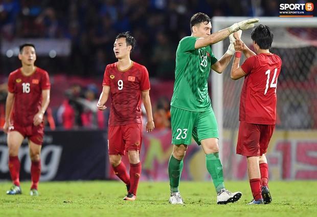 Đặng Văn Lâm: Cái gạt tay lau mồ hôi và áp lực đối đầu tuyển Thái Lan khi đang là cầu thủ Thái League - Ảnh 8.