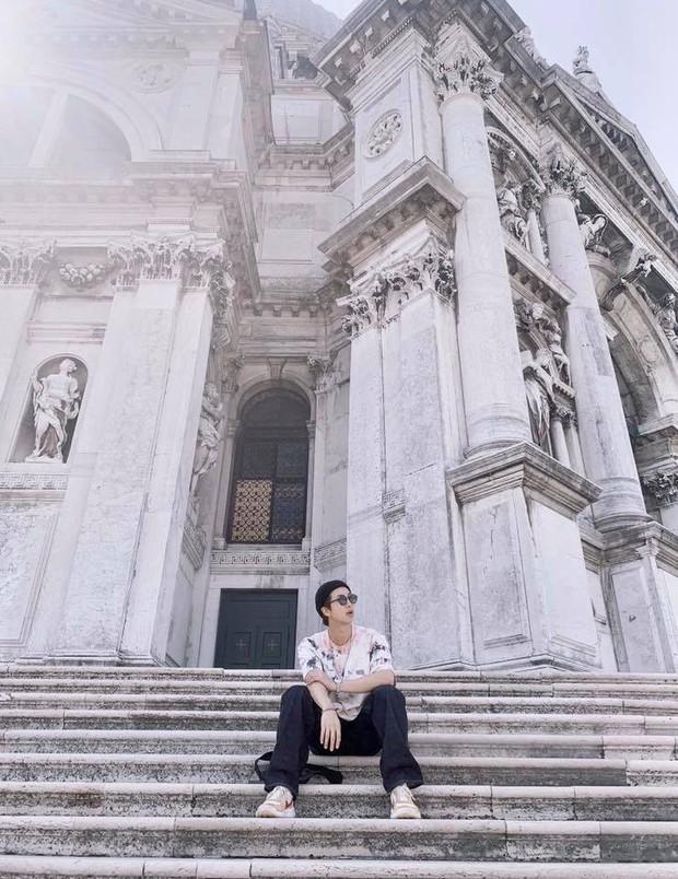 Đi 3 nước trong cùng 1 kỳ nghỉ, lại toàn ghé những địa điểm mang tính nghệ thuật, RM (BTS) sắp sửa thành travel blogger mới của Kbiz rồi! - Ảnh 9.