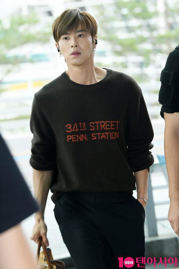 Dàn idol hạng A đổ bộ sân bay: Yuri (SNSD) xinh xuất thần hậu giảm cân, Kang Daniel và bộ đôi DBSK ai bảnh hơn? - Ảnh 12.