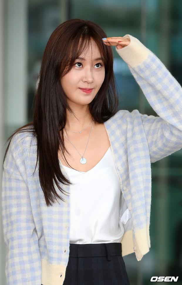 Dàn idol hạng A đổ bộ sân bay: Yuri (SNSD) xinh xuất thần hậu giảm cân, Kang Daniel và bộ đôi DBSK ai bảnh hơn? - Ảnh 6.