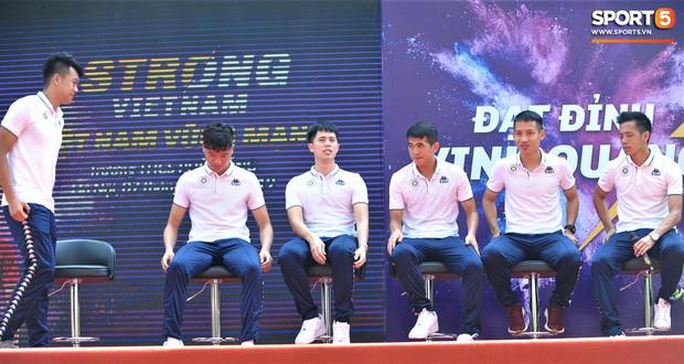 Dàn tuyển thủ điển trai của Hà Nội FC về trường cấp 2 truyền cảm hứng cho các em nhỏ - Ảnh 7.