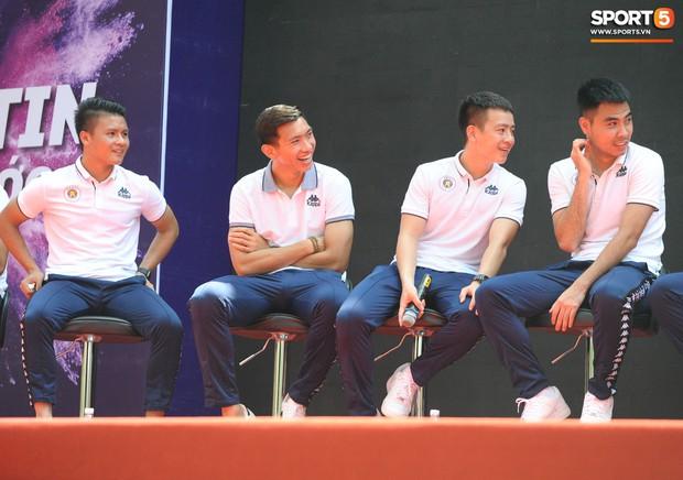 Dàn tuyển thủ điển trai của Hà Nội FC về trường cấp 2 truyền cảm hứng cho các em nhỏ - Ảnh 6.