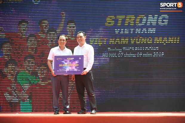 Dàn tuyển thủ điển trai của Hà Nội FC về trường cấp 2 truyền cảm hứng cho các em nhỏ - Ảnh 14.