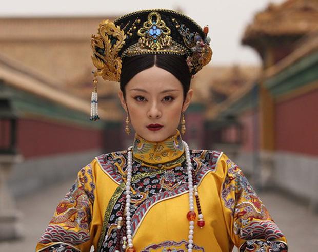 9 mỹ nhân trong bộ trang phục nhà Thanh: Dương Mịch xinh đẹp lộng lẫy, Châu Tấn soái khí ngút trời - Ảnh 8.