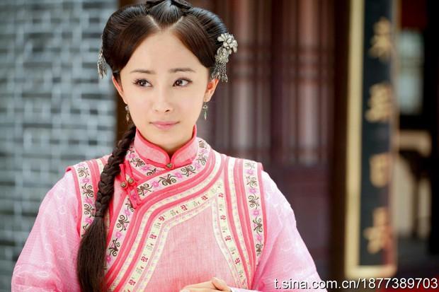 9 mỹ nhân trong bộ trang phục nhà Thanh: Dương Mịch xinh đẹp lộng lẫy, Châu Tấn soái khí ngút trời - Ảnh 4.