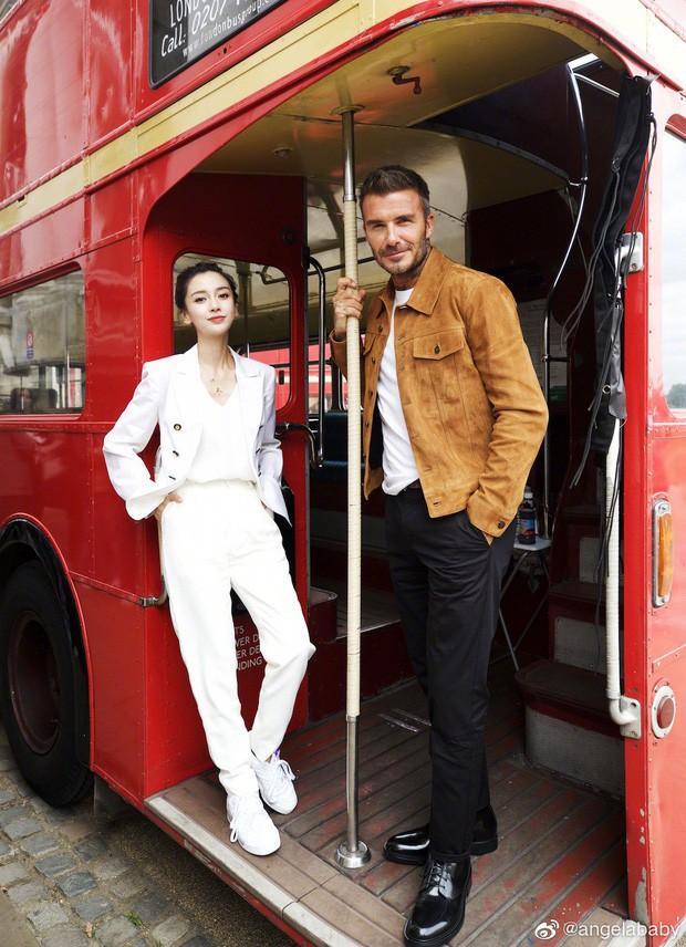David Beckham khoe clip trò chuyện cùng Angela Baby, nhan sắc của bà xã Huỳnh Hiểu Minh bất ngờ gây chú ý hơn cả - Ảnh 5.