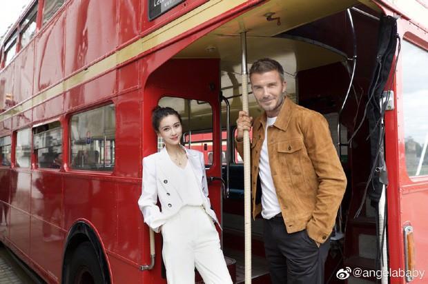 David Beckham khoe clip trò chuyện cùng Angela Baby, nhan sắc của bà xã Huỳnh Hiểu Minh bất ngờ gây chú ý hơn cả - Ảnh 7.