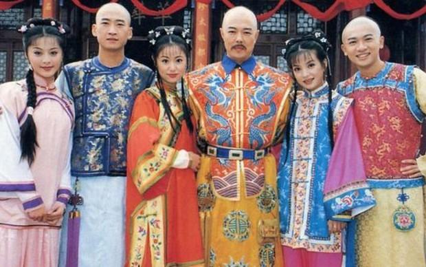 9 mỹ nhân trong bộ trang phục nhà Thanh: Dương Mịch xinh đẹp lộng lẫy, Châu Tấn soái khí ngút trời - Ảnh 2.