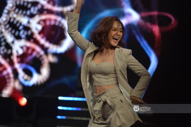 Lan Phương, Thu Quỳnh và Bảo Hân mang Để Mị Nói Cho Mà Nghe lên sân khấu, cùng nhau quậy tưng bừng tại VTV Awards 2019 - Ảnh 3.