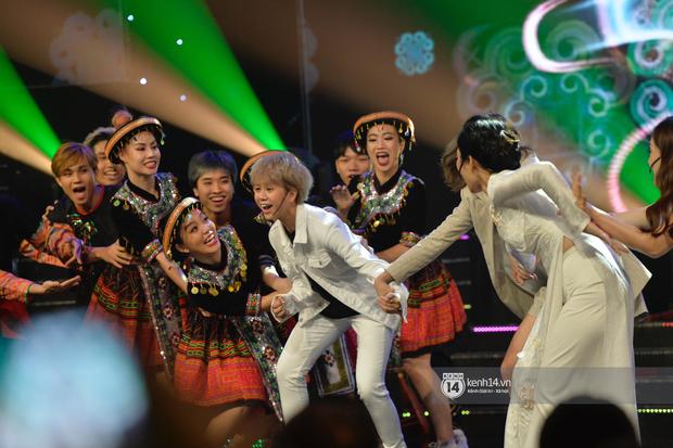 Lan Phương, Thu Quỳnh và Bảo Hân mang Để Mị Nói Cho Mà Nghe lên sân khấu, cùng nhau quậy tưng bừng tại VTV Awards 2019 - Ảnh 1.