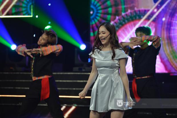 Lan Phương, Thu Quỳnh và Bảo Hân mang Để Mị Nói Cho Mà Nghe lên sân khấu, cùng nhau quậy tưng bừng tại VTV Awards 2019 - Ảnh 2.