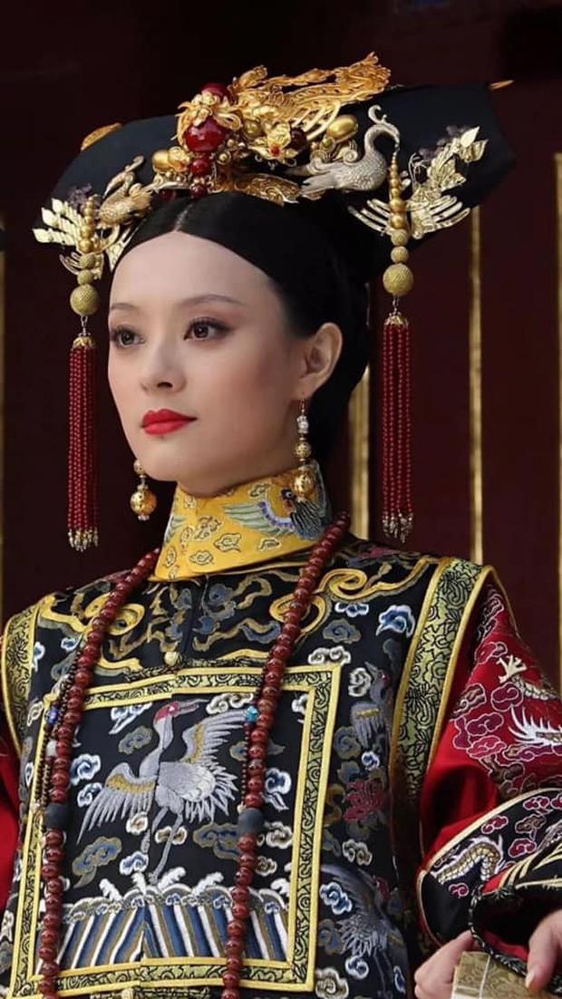 9 mỹ nhân trong bộ trang phục nhà Thanh: Dương Mịch xinh đẹp lộng lẫy, Châu Tấn soái khí ngút trời - Ảnh 10.