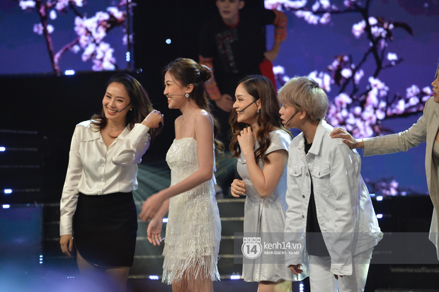 Lan Phương, Thu Quỳnh và Bảo Hân mang Để Mị Nói Cho Mà Nghe lên sân khấu, cùng nhau quậy tưng bừng tại VTV Awards 2019 - Ảnh 5.