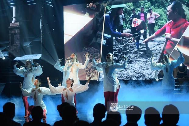 Lan Phương, Thu Quỳnh và Bảo Hân mang Để Mị Nói Cho Mà Nghe lên sân khấu, cùng nhau quậy tưng bừng tại VTV Awards 2019 - Ảnh 7.