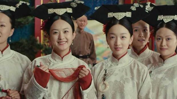 9 mỹ nhân trong bộ trang phục nhà Thanh: Dương Mịch xinh đẹp lộng lẫy, Châu Tấn soái khí ngút trời - Ảnh 12.