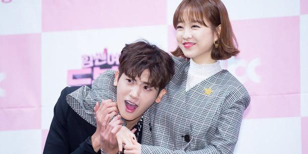 """Các cặp sao Hàn hot được fan đẩy thuyền tích cực nhất: Jennie - Mino có twist"""" cực mạnh, có cặp chênh hẳn 18 tuổi - Ảnh 15."""
