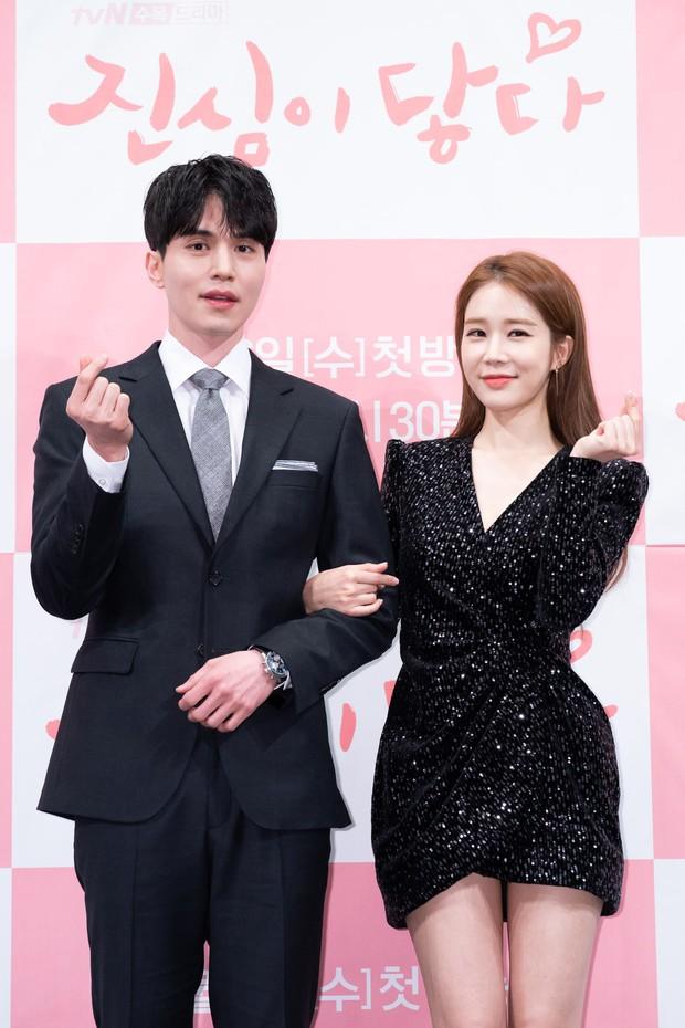 """Các cặp sao Hàn hot được fan đẩy thuyền tích cực nhất: Jennie - Mino có twist"""" cực mạnh, có cặp chênh hẳn 18 tuổi - Ảnh 10."""
