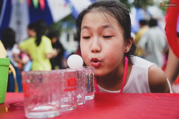 Ảnh: Hàng ngàn trẻ em nghèo ở Sài Gòn làm đèn ông sao đón Tết trung thu sớm - Ảnh 5.