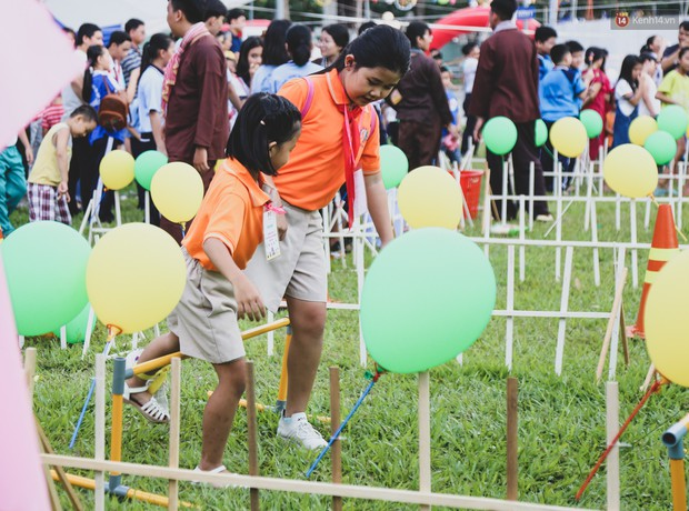 Ảnh: Hàng ngàn trẻ em nghèo ở Sài Gòn làm đèn ông sao đón Tết trung thu sớm - Ảnh 7.
