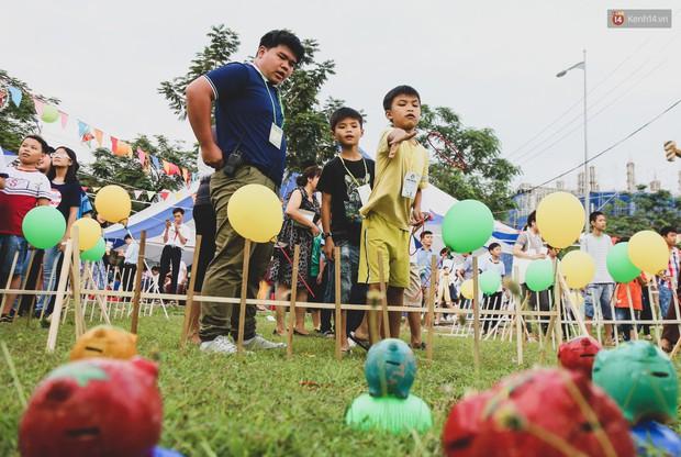 Ảnh: Hàng ngàn trẻ em nghèo ở Sài Gòn làm đèn ông sao đón Tết trung thu sớm - Ảnh 12.