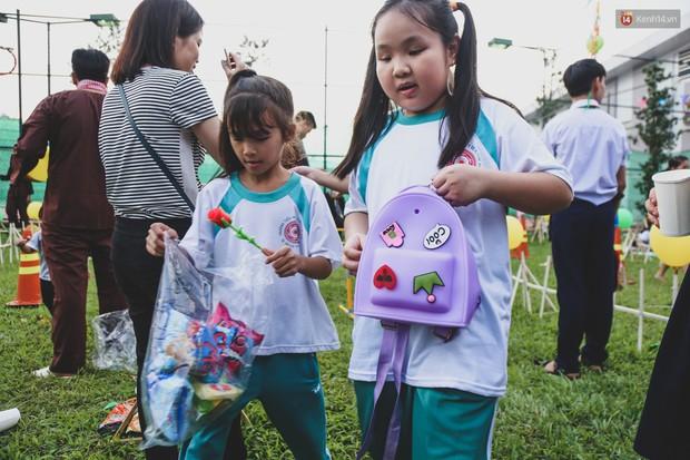Ảnh: Hàng ngàn trẻ em nghèo ở Sài Gòn làm đèn ông sao đón Tết trung thu sớm - Ảnh 14.