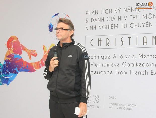 Bóng đá Việt Nam quyết chơi lớn, bổ nhiệm HLV từng dự World Cup làm thuyền trưởng U18 Việt Nam - Ảnh 1.