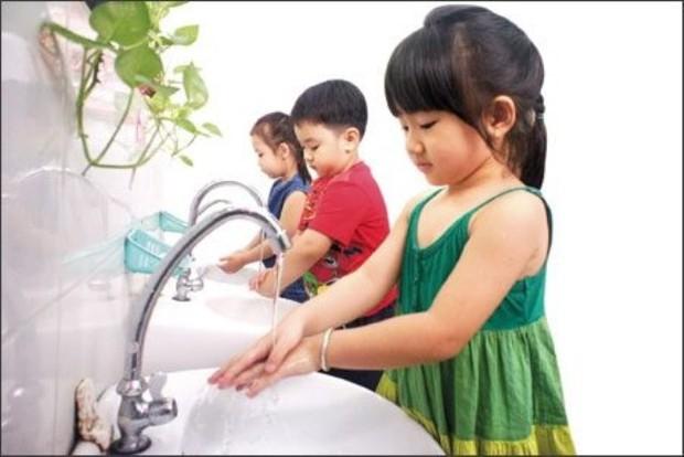 Bắt đầu cho con đi học, bà mẹ lo lắng khi phát hiện ra điều tế nhị ở nhà vệ sinh của trường - Ảnh 1.