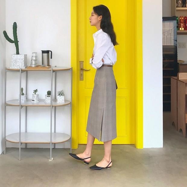 Tủ đồ của nàng công sở mà thiếu một mẫu giày thì sẽ bớt vài phần thú vị, mix đồ cũng khó sang chảnh - Ảnh 3.